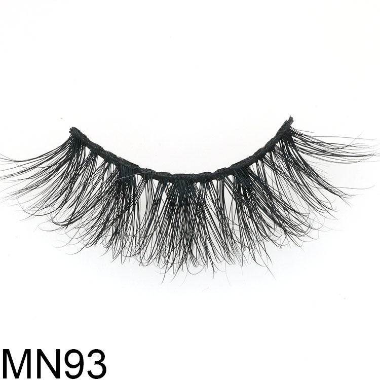 Wholesale wispy 3D mink eyelash with customized packaging box to Canada