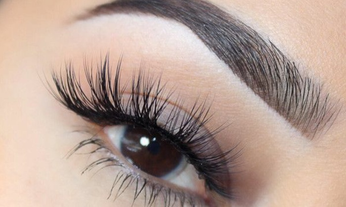 How to remove your false eyelash correctly