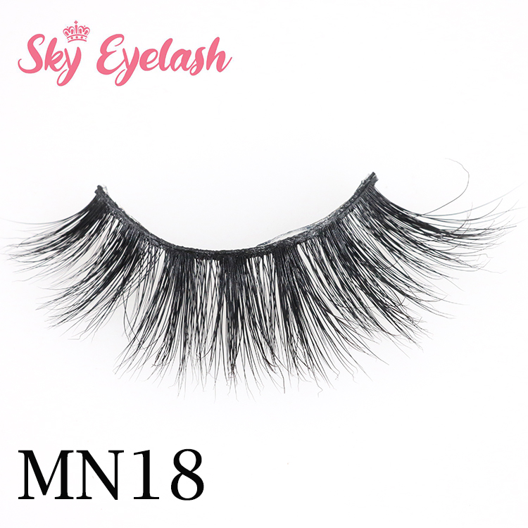 Mink-eyelash-vendor-manufacture-curlty-3D-mink-lashes-with-holographic-paper-box.jpg